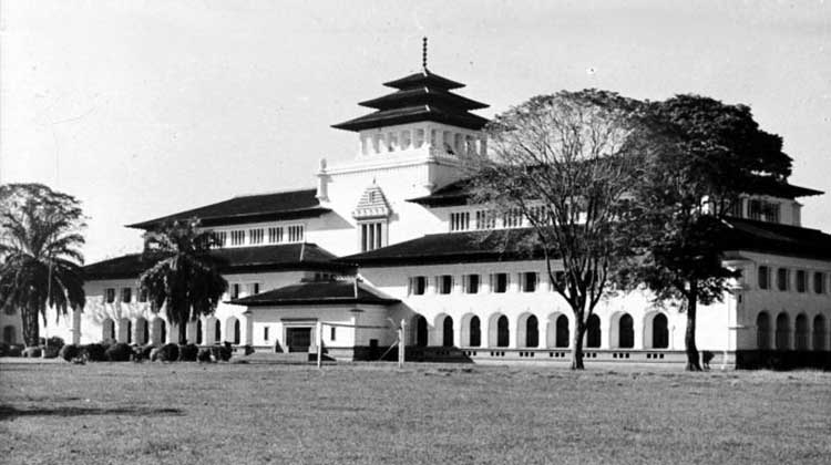 """Gedung Sate, 1950"". by Tropenmuseum"